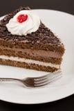 巧克力蛋糕用在黄色木桌背景的桂香 库存图片