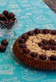 巧克力蛋糕用樱桃和杏仁 图库摄影