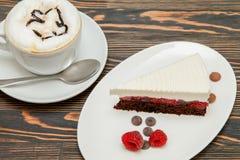 巧克力蛋糕用樱桃 免版税图库摄影