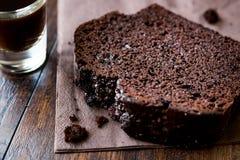 巧克力蛋糕用浓咖啡 库存照片