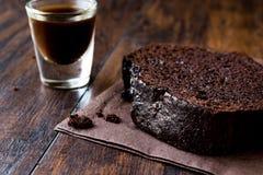 巧克力蛋糕用浓咖啡 免版税库存图片