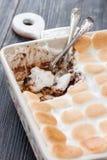 巧克力蛋糕用蛋白软糖 免版税库存照片