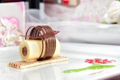 巧克力蛋糕部分  免版税库存照片