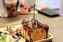 巧克力蜂蜜多士 免版税库存照片