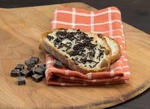 巧克力角度图在切的面包洒 免版税库存照片