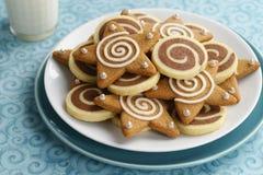 巧克力轮转焰火和被冰的姜饼星曲奇饼 库存图片