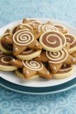 巧克力轮转焰火和被冰的姜饼星曲奇饼 免版税库存图片