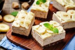 巧克力香蕉奶油甜点蛋糕 免版税库存图片