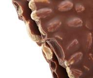 巧克力,特写镜头纤巧片断与坚果的 免版税库存照片