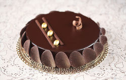 巧克力给上釉的奶油甜点蛋糕 图库摄影