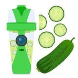 巧妙的含水物瓶用黄瓜,营养圆滑的人饮料 库存照片