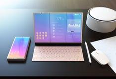 巧妙的电话、片剂个人计算机、数字式笔、键盘和声音助理在一张黑暗的木桌上 免版税库存图片