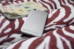 巧妙的电话和笔记本位置在拥抱把枕在 库存图片