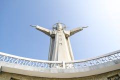 巨人与开头胳膊的耶稣状态 免版税库存照片