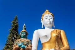 巨人在Wat phra的菩萨雕象那个doi西康省寺庙 库存图片