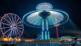 巨人弗累斯大转轮和溜溜球娱乐乘驾 免版税库存图片
