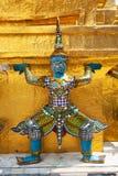 巨人菩萨在盛大宫殿 免版税库存照片