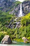 巨人Rjoandefossen瀑布对Myrdal铁路线挪威的Flam 图库摄影