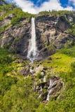 巨人Rjoandefossen瀑布对Myrdal铁路线挪威的Flam 免版税库存图片