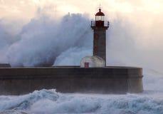 巨型几乎波浪盖子灯塔 库存图片