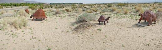 巨型土地草龟-金属雕刻全景 免版税库存照片