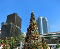 巨型圣诞树在曼谷市的中心 免版税库存图片