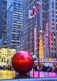 巨型圣诞节装饰品,NYC 库存图片