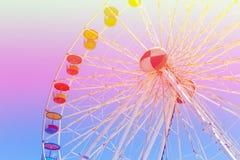 巨型弗累斯大转轮游乐园有蓝天背景 免版税库存图片