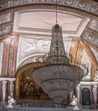 巨型枝形吊灯 库存图片
