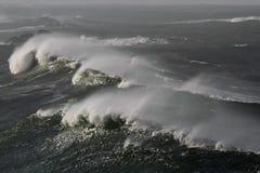 巨型波浪 免版税库存照片
