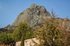 巨型独石在PeA±aa de贝尔纳尔墨西哥 免版税库存照片