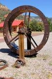 巨型生锈的轮子 免版税图库摄影