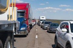 巨型的交通在跨境40新墨西哥堆  库存图片
