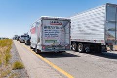 巨型的交通在跨境40新墨西哥堆  库存照片