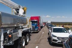 巨型的交通在跨境40新墨西哥堆  免版税库存图片