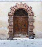 巨型的木门特点南意大利 库存图片
