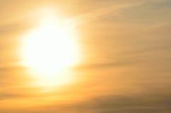 巨型的金黄日落背景 免版税库存图片
