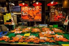 巨型螃蟹在地方市场上在京都,日本 库存图片