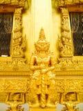 巨型金黄雕塑 库存照片
