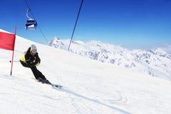 巨型障碍滑雪滑雪竟赛者 库存照片