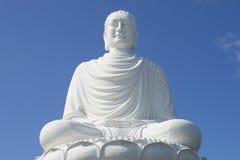 巨型雕塑白菩萨,长的夏恩特写镜头的塔 越南 图库摄影