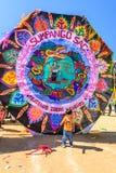 巨型风筝节日的,万圣节,危地马拉男孩 库存照片