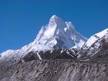 巨大喜马拉雅山neelkanth峰顶 图库摄影