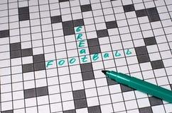 巨大橄榄球 在纵横填字谜的文本 绿色信件 免版税图库摄影
