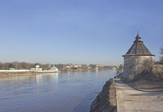 巨大的中世纪塔在普斯克夫,俄罗斯 免版税库存照片
