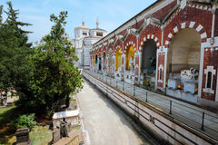 巨大的公墓入口在米兰,意大利 库存照片