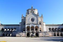巨大的公墓的(Cimitero Monumentale)教堂Famedio在米兰 免版税图库摄影