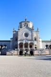 巨大的公墓的(Cimitero Monumentale)教堂Famedio在米兰 库存照片