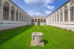巨大的公墓建筑学在比萨 免版税库存图片