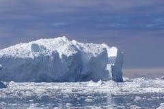 巨大的冰山 免版税库存照片